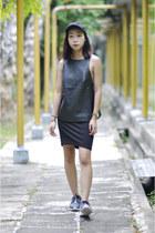 black cap H&M hat - black mini H&M skirt - rosheruns nike sneakers