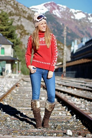 ruby red christmas Tommy Hilfiger sweater - dark brown Giossepo boots