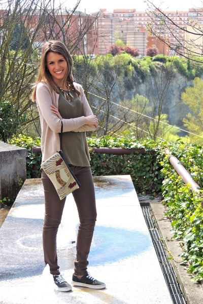 ethnic el corte ingles bag - olive green suiteblanco shirt