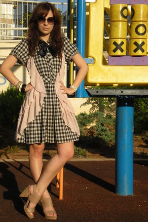 pink H&M vest - beige Zara shoes - black Topshop dress