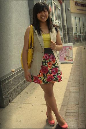 gold Nine West purse - beige Suzy Shier blazer