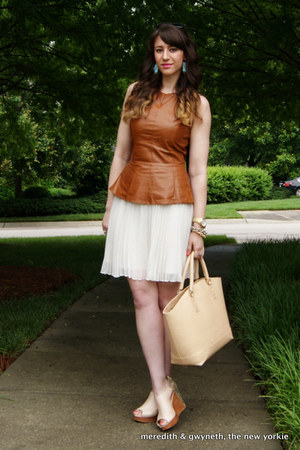 leather peplum piperlime top - tote Zara bag - wayfarer ray-ban sunglasses