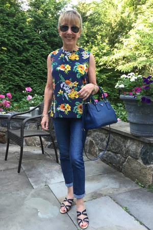 Equipment top - AG Jeans jeans - Prada bag - Vaneli sandals - Ray Ban glasses