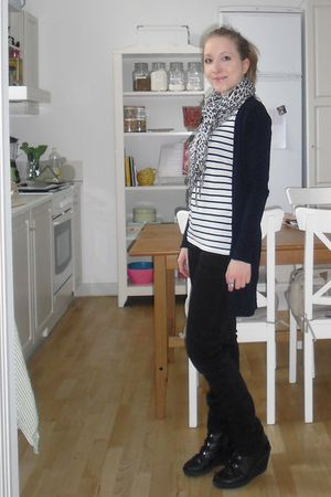 white H&M t-shirt - black H&M jeans - black vagabond shoes - blue Zara cardigan