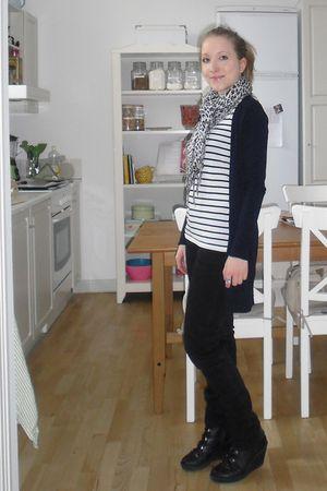 white H&M t-shirt - black H&M jeans - black vagabond shoes - blue Zara cardigan