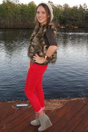 faux fur Steve Madden vest - jeans - knit hat - Abercrombie shirt