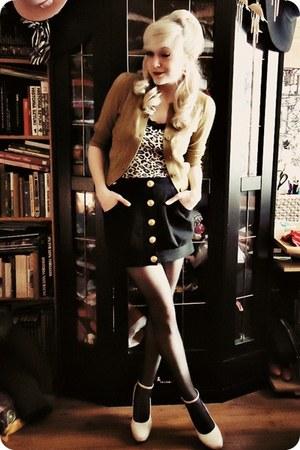 dark khaki cardigan - brown top - black skirt - ivory heels