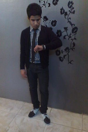 white Splash shirt - black ZYNC cardigan - black UMM jeans - black Watch accesso
