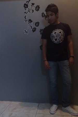 black Maui&Sons t-shirt - blue Bossini jeans - white Converse shoes - black Watc