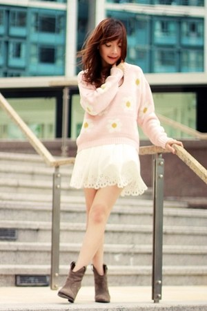 light pink daisies Sheinside sweater - light brown suede Zara boots