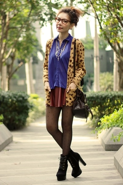 bronze leopard print cardigan - black suede lace-up boots