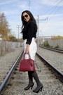 Red-saffiano-prada-bag-black-aviator-ray-ban-sunglasses
