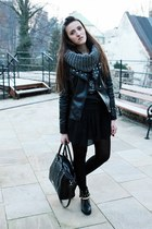 heather gray c&a scarf - black sammydress boots