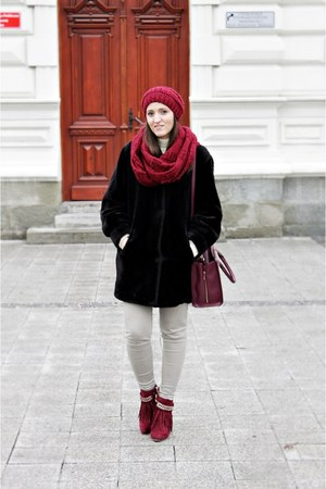 black fur second hand coat - crimson deezee boots - crimson lace house bag