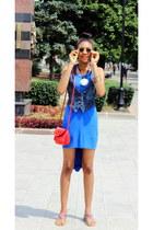 blue asymmetric dress - red shoulder bag - black retro sunglasses
