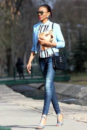 blue pastel blazer - distressed jeans - black bag