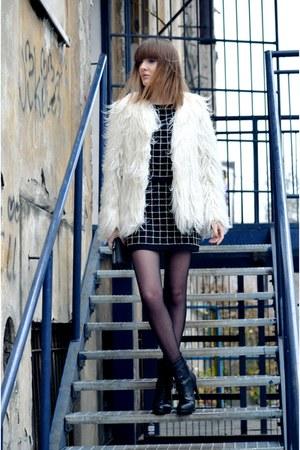 white Zara coat - black Zara sweatshirt - black Zara skirt