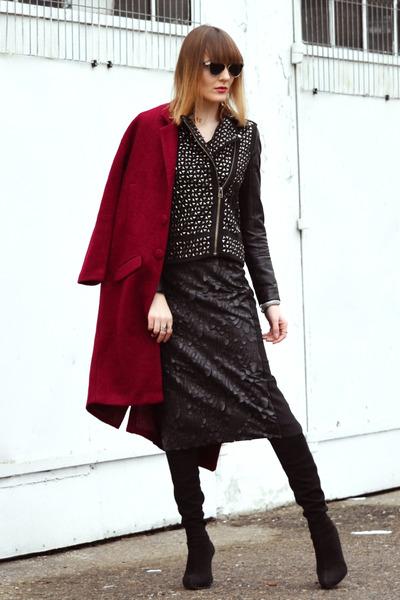 brick red Oasapcom coat - black dior sunglasses