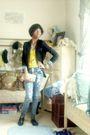 Yellow-top-blue-jeans-black-vest-beige-wallet