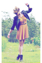 mustard dress In Love with Fashion dress - black boots Roc boots