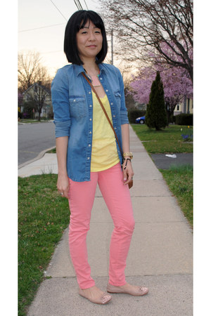 yellow J Crew t-shirt - coral skinny jeans J Brand jeans