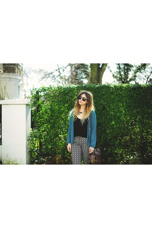 aquamarine vintage cardigan - black Oasis top - black select pants
