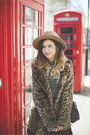 Brown-internacionale-coat-tan-primark-hat-black-topshop-top