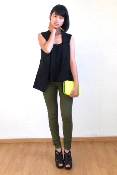 sleeveless H&M blazer