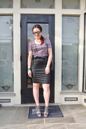 deep purple tshirt Burberry shirt - black Burberry skirt