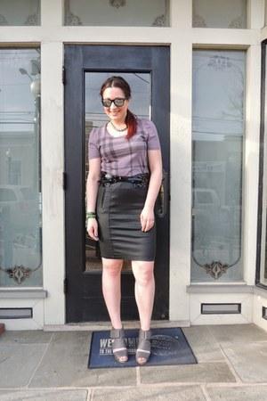 deep purple tshirt Burberry shirt - black Burberry skirt