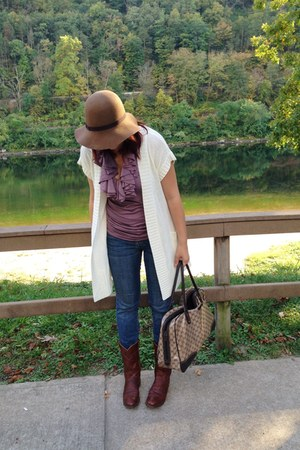 camel floppy hat Lord & Taylor hat - dark brown Justins boots - navy Levis jeans