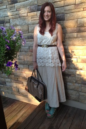 cream unknown brand top - dark brown Gucci bag - off white linen the gap skirt