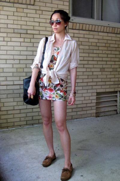 dress with sperrys