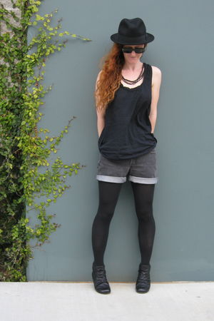 black H&M top - gray Levis shorts - black Blowfish boots
