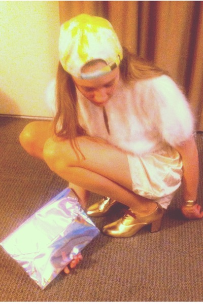 lime green tie-dye DIY hat - gold shiny American Apparel shoes