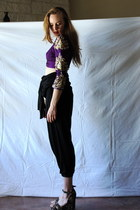 deep purple top - forest green wedges - black pants