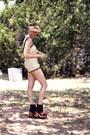 Dark-brown-vintage-whhttt-boots-mustard-vintage-whhttt-hat