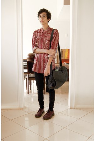 navy Kipling bag - crimson Dr Martens shoes - brick red Insight del monte shirt