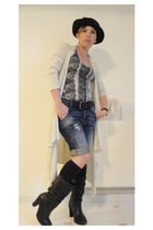black boots - black socks - blue G-Star shorts - black Ralph Lauren belt - beige
