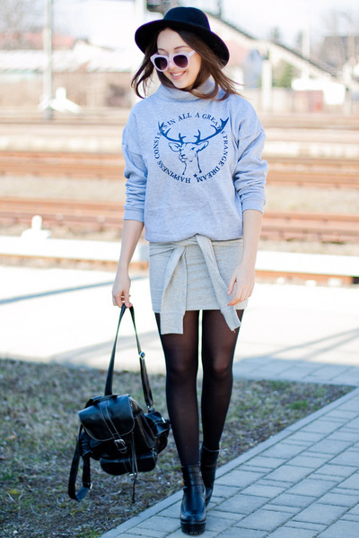periwinkle romwe sweatshirt - black Chicwish boots - black OASAP hat