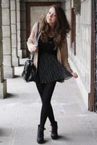 black H&M skirt - tan Zara sweater - black romwe bag - gold delamo bracelet