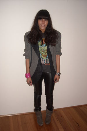 gray vintage blazer - black Bershka leggings - gray t-shirt - gray The Cassette