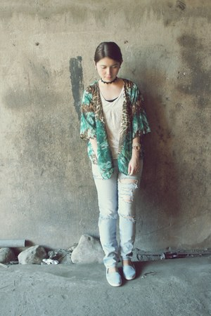 kimono top - white inner top top - faded tattered jeans