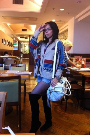 cotton cardigan - suede boots - suede bag - jeans shorts