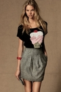 Gray-skirt-black-shirt-red-accessories