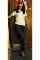 banana republic t-shirt - Mar Co Operatives jeans - Fioni shoes - Hot Topic sung