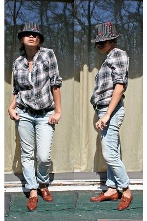 forever 21 shirt - random brand jeans - trotters shoes - vintage belt - Goorin B