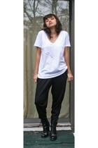 Gap t-shirt - Express pants - Guess boots