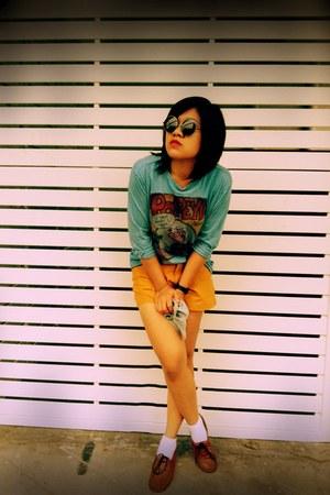 burnt orange Secondhand shoes - sky blue popeyes shirt - mustard thailand pants