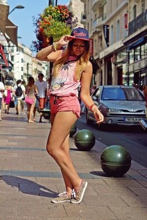 red Zara shorts - bubble gum pull&bear t-shirt